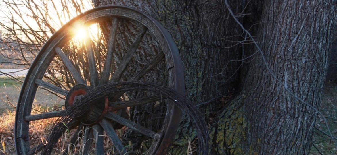 wagon-wheel-sunset-barbed-wire-1414512043GOk-1024x614